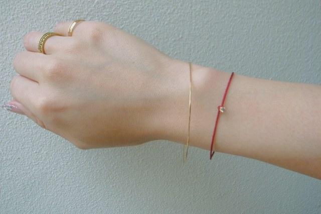 K18 レデッサンドゥデュー 金線 ハンドメイド 華奢 バングル 一粒ダイヤ サテン 紐 ブレスレット 重ね付け コーディネート